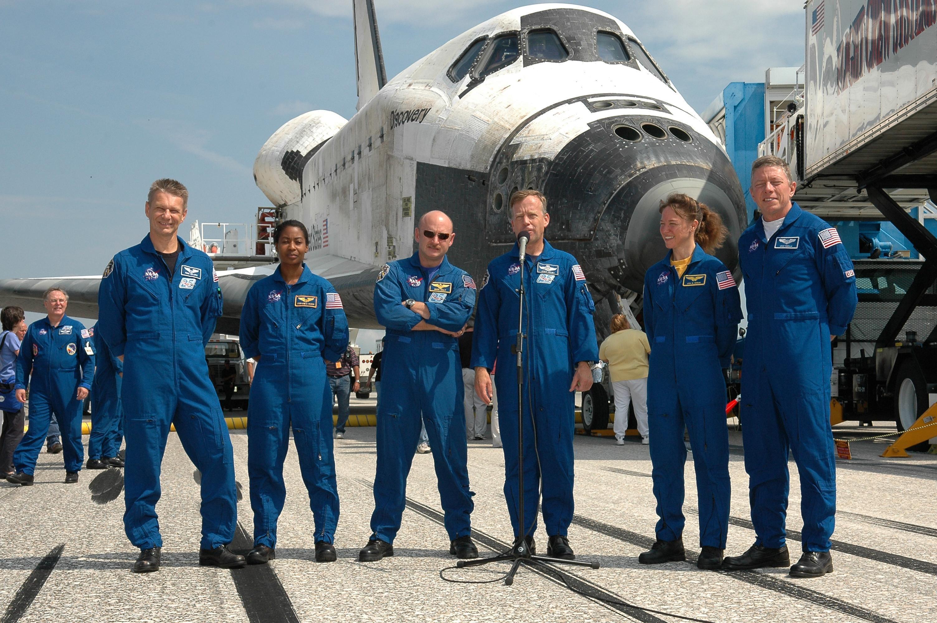 färdas astronauter i