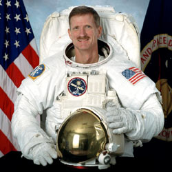 jsc2002-00186 -- STS-115 Mission Specialist Joe Tanner