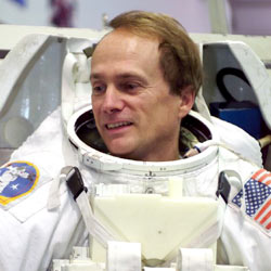 jsc2002e39736 -- STS-115 Mission Specialist Steve MacLean