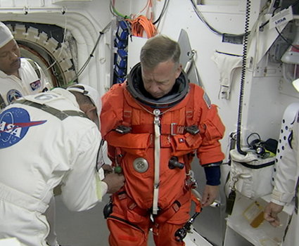 STS-133 Commander Steve Lindsey suits up for TCDT countdown.