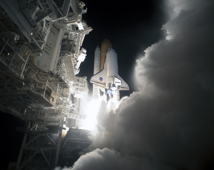 STS131-S-036 -- Space shuttle Discovery lifts off