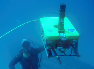 NEEMO 10 crew member with remotely operated vehicle