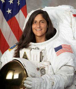 JSC2005-E-02663 : Astronaut Sunita Williams