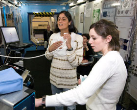 JSC2006-E-10218 : Sunita Williams participates in proficiency training