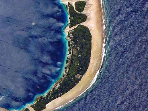 Larger fields and settlements on the atoll are located on the inland side of the largest forest patch and are protected from the wind.