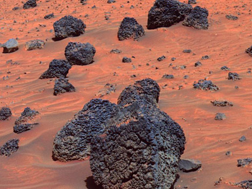 Boulders and rocks on the Martian surface