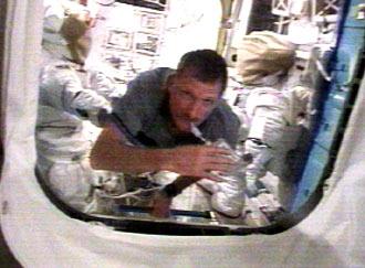 El especialista Joe Tanner, de la misión STS-115