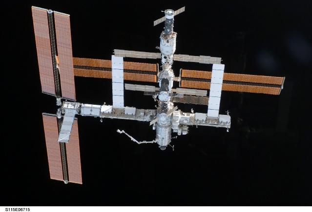 Images superbes de la nouvelle configuration d'ISS 158154main_s115e06715
