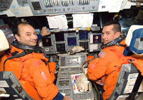 JSC2006-E-23034 : Mark Polansky and William Oefelein