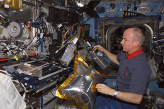 Photo of Jeff Williams studying DAFT on space station