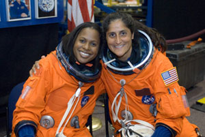 JSC2005-E-32704 : Astronauts Joan Higginbotham  and Sunita Williams