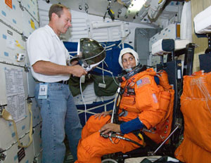 JSC2005-E-39940 : Suni Williams participates in  training session
