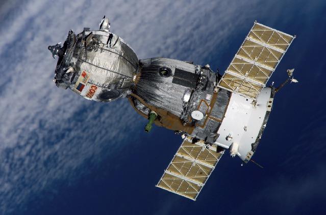 Belle photo haute résolution de Soyuz TMA-7 160806main_iss012e24219_lores