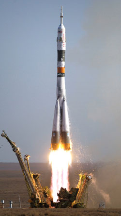 JSC2006-E-40672 : Soyuz TMA-9 launch