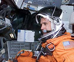 JSC2002-E-33379 -- Astronaut William Oefelein