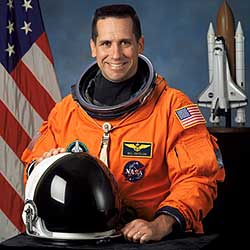 JSC2003-E-47249 -- Astronaut William Oefelein