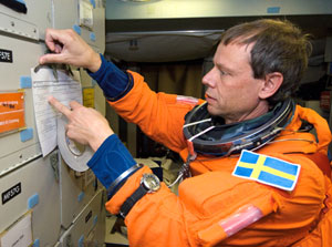 JSC2006-E-23036 : Christer Fuglesang participates in SMS training session