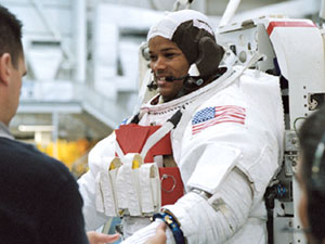 JSC2003-00006 --- Astronaut Robert Curbeam in the training version of his Extravehicular Mobility Unit spacesuit