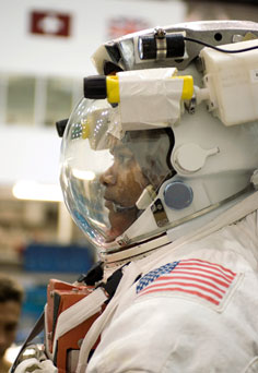 JSC2006-E-46471 --- Astronaut Robert Curbeam in a training version of the Extravehicular Mobility Unit spacesuit