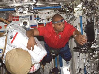 ISS014-E-09442 : Astronaut Robert Curbeam