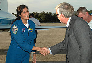 KSC-06PD-2510 -- Expedition 14 Flight Engineer Sunita Williams is greeted by Kennedy Space Center Director Jim Kennedy
