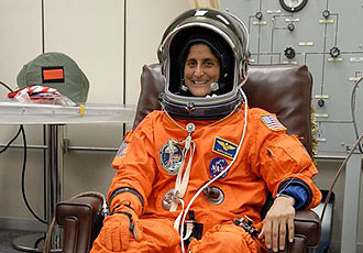 KSC-06PD-2676 -- Mission Specialist Sunita Williams