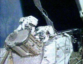 Suni Williams and Mike Lopez-Alegria conduct spacewalk