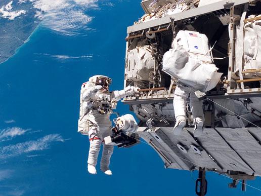 Astronauts Robert L. Curbeam, Jr. and Christer Fuglesang