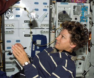 S114-E-6576 : Astronaut Eileen Collins watches floating container of food