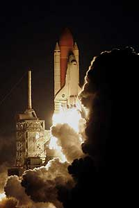 STS116-S-011 -- Space Shuttle Discovery launches
