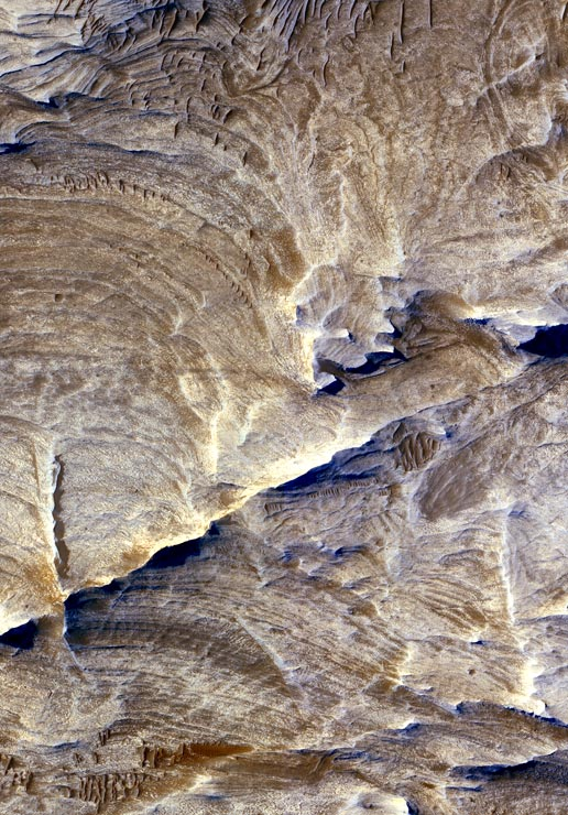 Fractures in Candor Chasma region of Valles Marineris, Mars