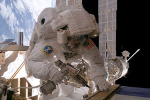 ISS014-E-13070 : Suni Williams conducts spacewalk