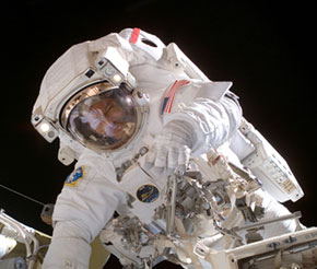 ISS014-E-13416 : Michael Lopez-Alegria conducts spacewalk