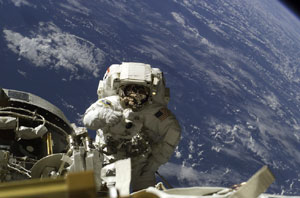 ISS014e13438 : Astronaut Michael A. Lopez-Alegria conducts spacewalk