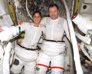 ISS014e13528 : Sunita Williams and Michael Lopez-Alegria