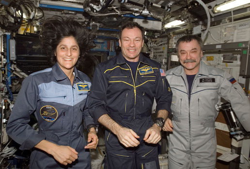 ISS014-E-16250 : Expedition 14 crew