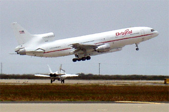 Takeoff of the L-1011 carrier aircraft
