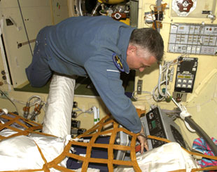 ISS014-E-19148 : Fyodor N. Yurchikhin works with Cryogem-03 refrigerator