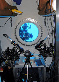 JSC2007-E-22754 : two-armed remotely controlled surgical robot