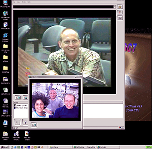 Clayton Anderson; from the left (small screen) are Sunita Williams, Fyodor Yurchikhin and Oleg Kotov