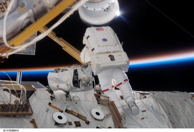 STS-117 : Le déroulement - Page 2 179617main_s117e06914