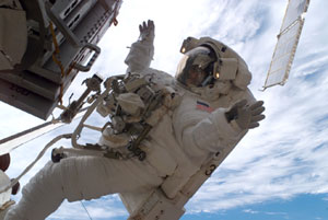 ISS014-E-09992 : Sunita Williams conducts spacewalk