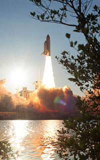 STS117-S-034 : Launch of Atlantis