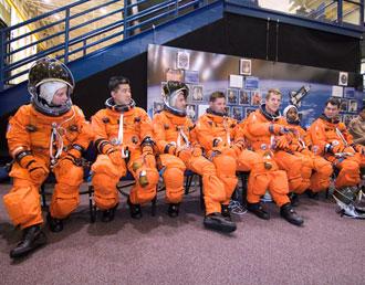 JSC2007e18090 : STS-120 crew
