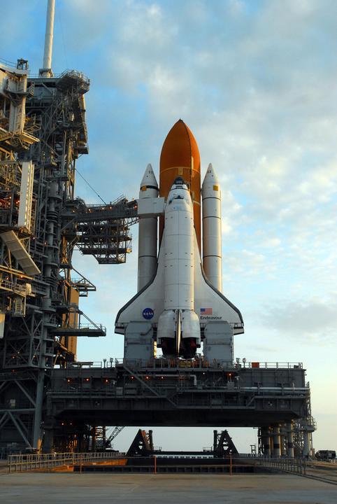 Space Shuttle Endeavour auf dem Launch Complex LC39A