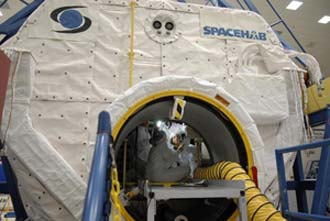 Astronauts practice finding their way around the SPACEHAB logistics module.