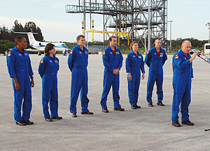 Mission STS-118 astronauts arrive at Kennedy for training