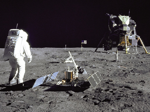 first lunar landing Lunar landing definition: an occasion when astronauts land on the moon | meaning, pronunciation, translations and examples.