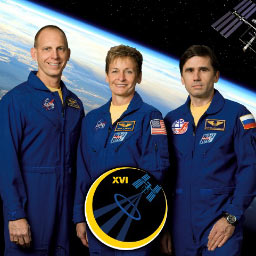 iss016-s-002b -- Expedition 16 crew members