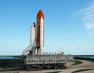 Discovery travels on the crawlerway to the pad